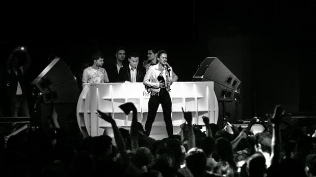 May Green, durante una actuación