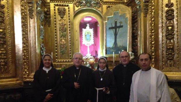 Los responsables del monasterio de Santa Faz, el domingo tras descubrir el actovandálico