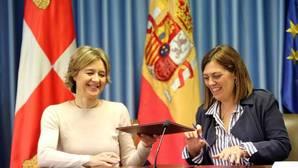 La ministra Isabel García Tejerina, junto a la consejera Milagros Marcos