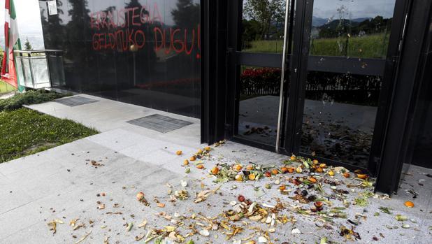 Así quedó la sede del PNV de San Sebastián tras el ataque