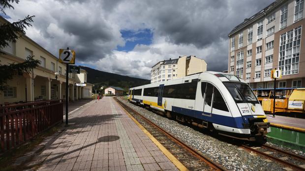 El feve ferrol ribadeo reforzar personal y trenes a for Horario de trenes feve