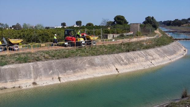 Una conducción de agua en Torrent