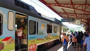 Uno de los once trenes turísticos que realizarán 56 viajes este año