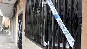 El bar donde se produjo el fatal suceso está precintado por la Policía Nacional