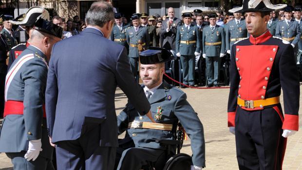Román David, condecorado en el cuartel de la Comandancia de Toledo en octubre de 2014