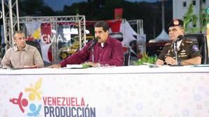 El presidente de Venezuela, Nicolás Maduro, en el centro de la fotografía