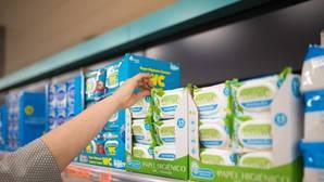 Detalle de la nueva gama de toallitas húmedas en un lineal de Mercadona