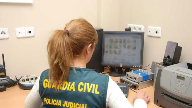 Una agente de la Guardia Civil