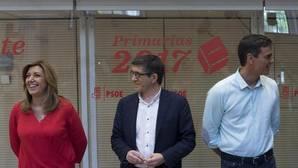 Los candidatos a la Secretaría General del PSOE antes de comenzar el debate