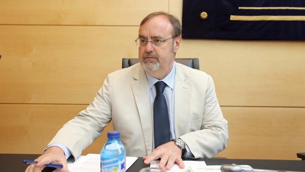 El consejero de Educación, Fernando Rey, durante su comparencencia en las Cortes