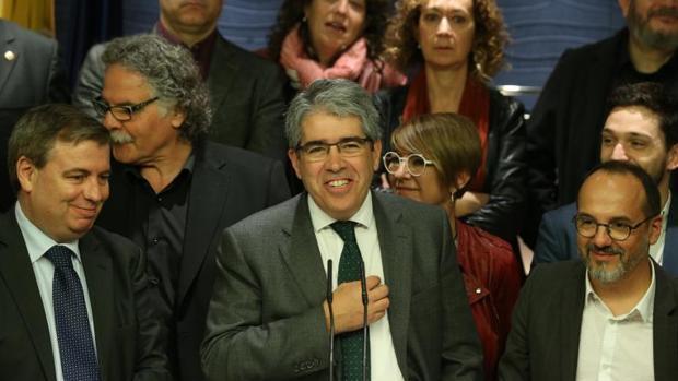 Homs, acompañado de los diputados del PDECat y ERC, el día que se despidió del Congreso