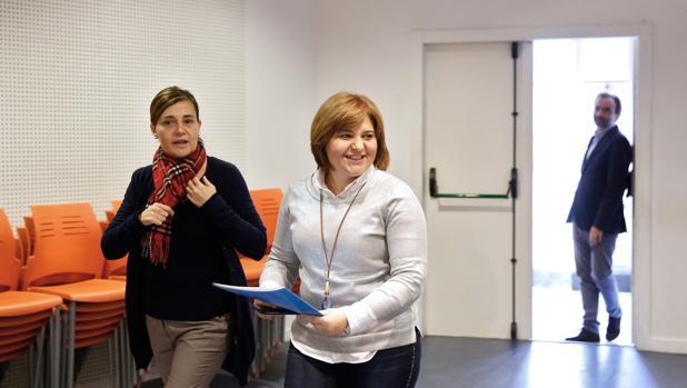 Imagen de archivo de la diputada Elena Bastidas con Isabel Bonig