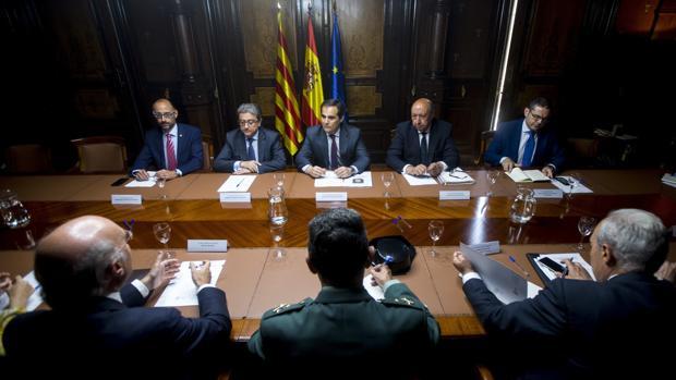 El aeropuerto de barcelona contar con 40 nuevos for Ministerio del interior pasaporte telefono