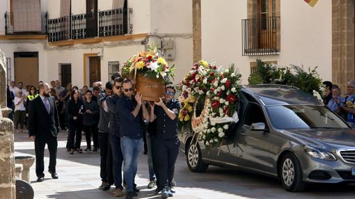 Imagen del entierro de uno de los fallecidos