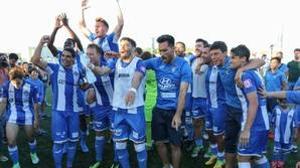Los jugadores del Atlético Baleares celebran el pase al play off el domingo pasado