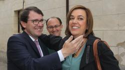 La presidenta de la Diputación, Ángeles Armisén, saluda al alcalde de Salamanca, Alfonso Fernández Mañueco