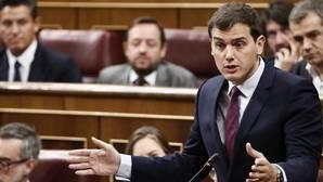 El líder de Ciudadanos, Albert Rivera, durante su intervención ayer en la sesión de control al Gobierno