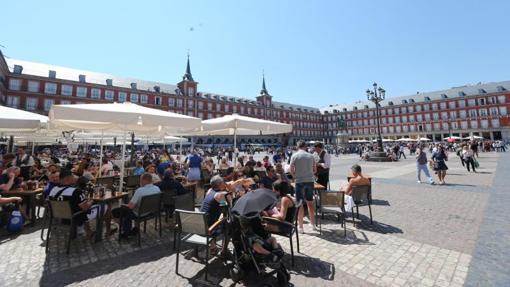 La Plaza Mayor llena de turistas