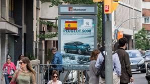 Banderas españolasa aparecieron ayer en muchos puntos de Barcelona y otras ciudades catalanas