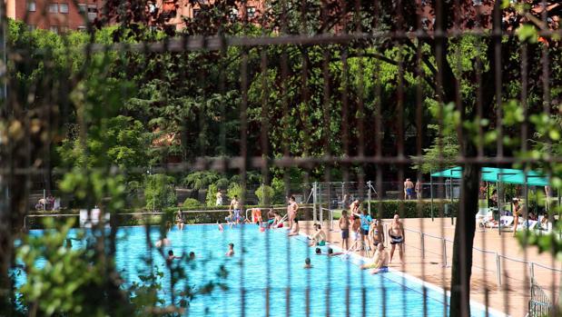Muere ahogada una ni a de cuatro a os en la piscina for Piscina municipal girona