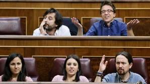 Los diputados de Unidos Podemos Rafael Mayoral, Íñigo Errejón, Ione Belarra, Irene Montero y Pablo Iglesias