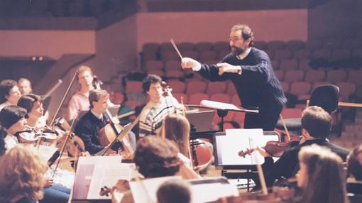 Primer ensayo de la OSG, el 4 de mayo de 1992, con su primer director titular, Sabas Calvillo