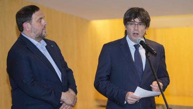 Carles Puigdemont ha comparecido acompañado del vicepresidente catalán, Oriol Junqueras