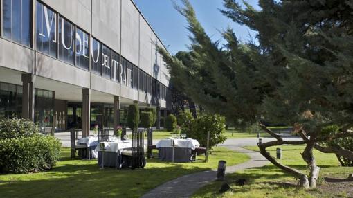 Terraza del café-bistró del Museo del Traje, gestionado por El Café de Oriente