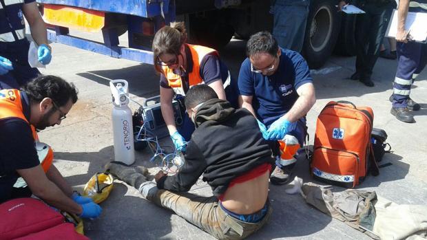 Un argelino fue rescatado de dentro del interior de un tubo en otro camión, ya en Melilla