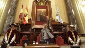 Ferreiro alza el bastón de mando de la ciudad tras su proclamación