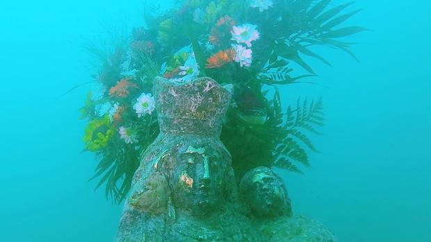 Imagen de la ofrenda submarina a la Virgen de los Desamparados