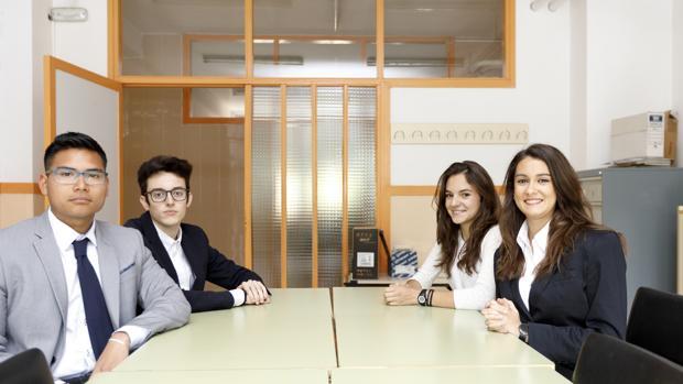 Samuel Ruiz, Miguel García Martín, Lucía Fernández y Belinda Clares, alumnos de 2º de Bachillerato del IES Vega de Prado de Valladolid