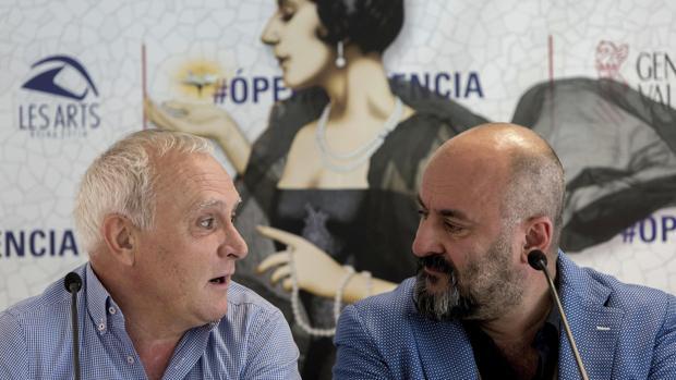 El secretario autonómico de Cultura, Albert Girona, y el intendente del Palau de Les Arts, Davide Livermore
