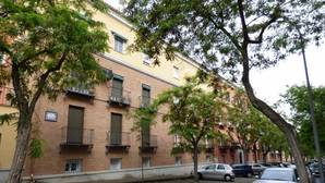 Comienzo de la calle de Talavera de la Reina en 2017 con la placa de Ruiz de Luna