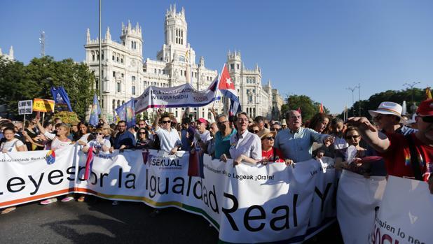 Hemeroteca: Camiones de Policía para blindar la marcha del World Pride | Autor del artículo: Finanzas.com