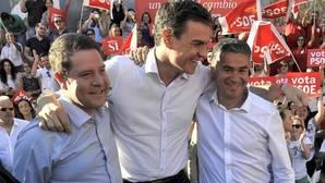 Page con Sánchez y González Ramos, en un mitin celebrado hace un año en Albacete