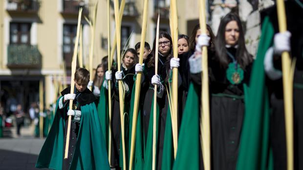 Las cofradías reclamaron a la Consejería de Educación que uniera las vacaciones escolares a la Semana Santa