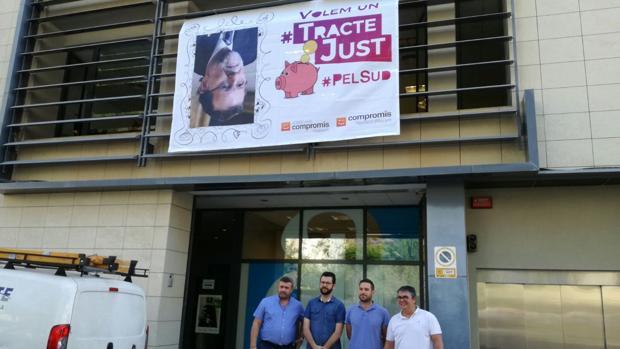 Hemeroteca: Compromís coloca una foto de Rajoy al revés en la Diputación de Alicante | Autor del artículo: Finanzas.com