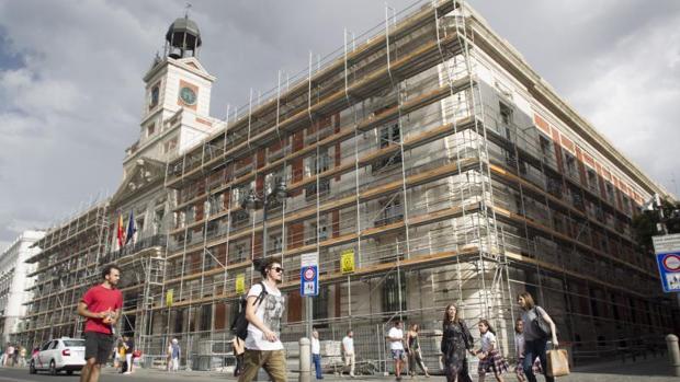 Reforma exprs en el edificio del reloj de sol para llegar for Edificio puerta real madrid