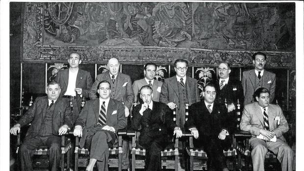 Los miembros del gobierno de la Generalitat en 1934, con Companys (en el centro) de presidente
