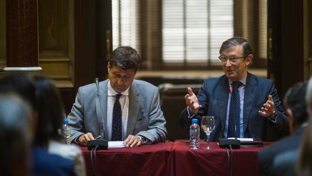 Pere Lluís Huguet (derecha), presidente de Llibertats