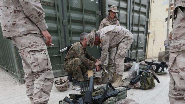 Soldados españoles en la base de Qala I Naw