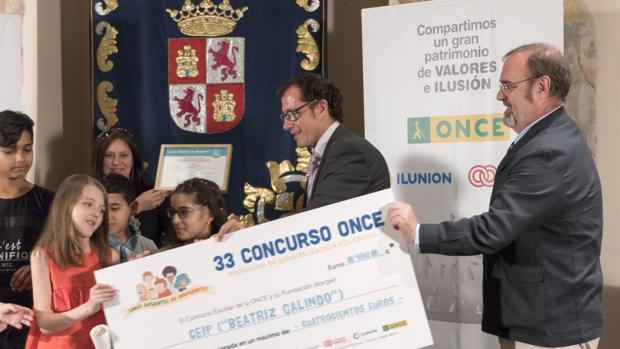 El consejero de Educación, Fernando Rey, ha participado en la entrega de los Premios de la ONCE a escolares