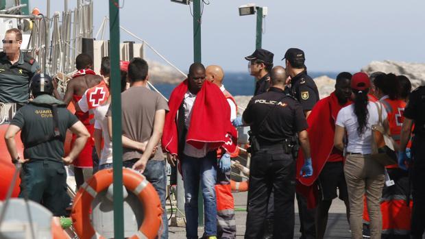 Llegada el viernes a Almería de 34 inmigrantes rescatados a bordo de una patera