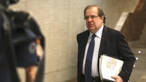 Juan Vicente Herrera, minutos antes de comparecer en la Comisión de Hacienda de las Cortes sobre la «trama eólica»