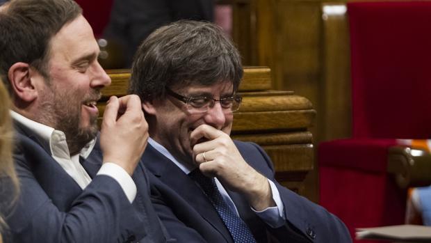 Oriol Junqueras junto a Carles Puigdemont