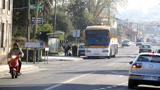 Un autobús hace su parada en Vilagaría de Arousa