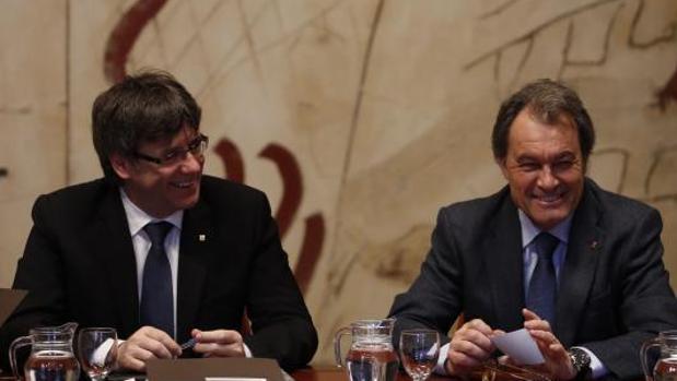 Carles Puigdemont y Artur Mas, en el Palacio de la Generalitat