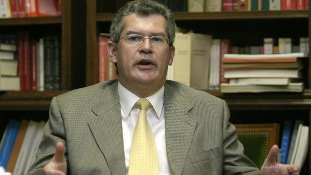 El jurista Fernando Santos Urbaneja