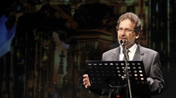 Julio Porres Mateo en pleno pregón en el Teatro de Rojas